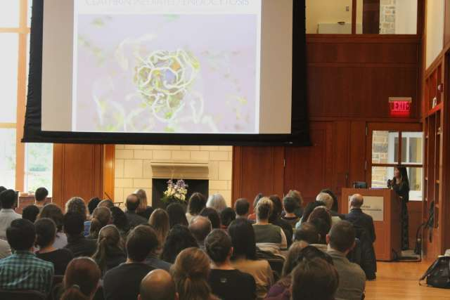 "Dr. Janet Iwasa presents at the Center for Cellular Dynamics' ""Art of Cellular Biology"" event"